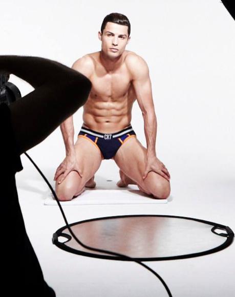 Cristiano Ronaldo di nuovo in mutande per il SUO intimo – la foto