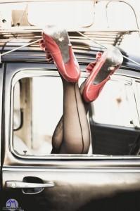 FOTO tacco a spillo scarpe rosse e calze vintage con la cucitura dietro