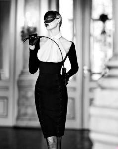 FOTO mistress glamour per feste private con la maschera e frustino