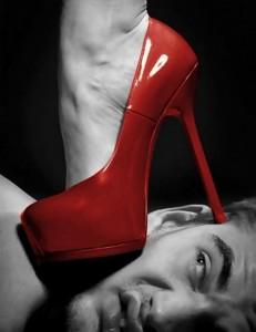FOTO scarpe vernice rossa tacco vertiginoso passione erotica