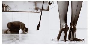 FOTO a servizio della padrona crudele con il frustino calze vintage
