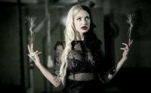 FOTO alla mistress le fuma il cervello