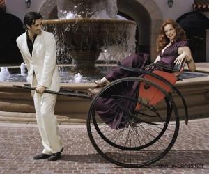 FOTO calesse umano porta a spasso la sua donna