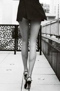 FOTO sexy gambe e scarpe con tacco 12 vertiginoso