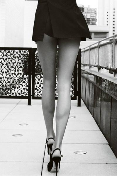 sexy gambe e scarpe con tacco 12 vertiginoso