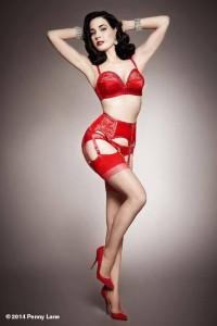 FOTO feticcio del colore rosso abbigliamento e scarpe