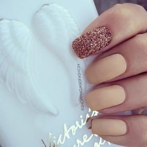 FOTO unghie decorate per graffi glamour