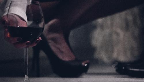 bere dalle scarpe