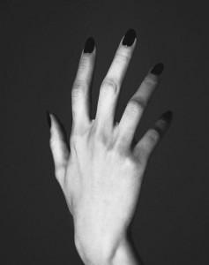 FOTOgraffiami la schiena con quelle unghie libidinose