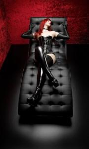 FOTO mistress nero e rosso i miei colori preferiti
