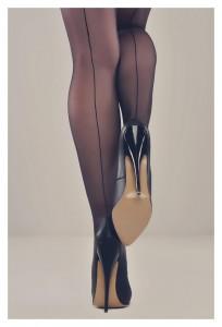 FOTO scarpe tacco 12 e calze velate del passato con la cucitura dietro