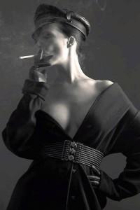 FOTO adoro quando la mistress fuma innervosita