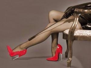 FOTO scarpe di vernice rossa