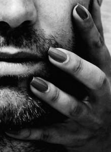 FOTO unghie sul viso graffiami