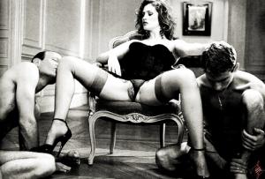 FOTO la padrona mistress vuole essere adorata