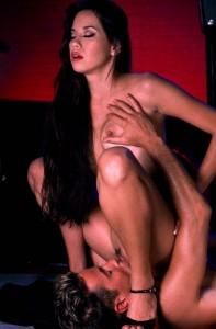FOTO facesitting adorazione genitali femminili