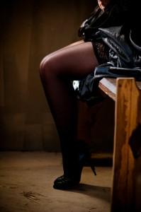 FOTO seduta sulla mia scrivania calze velate nere