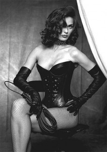 FOTO femdom vintage con la frusta