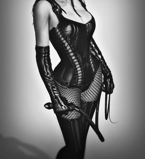 mistress calze a rete e con il frustino