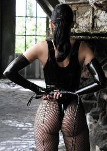 FOTO culo della mistress muscoloso con la frusta una vera padrona