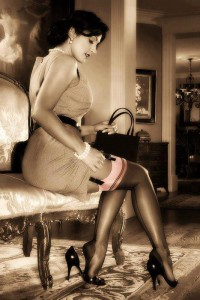 FOTO mistress elegante autoreggenti e reggi calze vintage