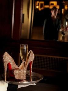 FOTO l'eleganza e la passione feticista per le scarpe