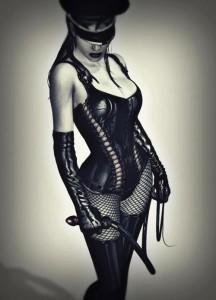 FOTO mistress autoritaria frustino e calze a rete