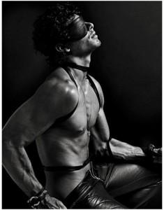 FOTO sexy slave bendato e legato