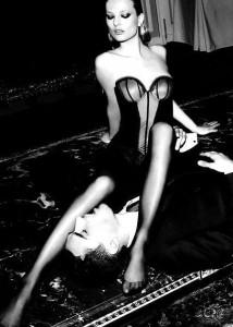 FOTO adorare le gambe con le calze velate nere