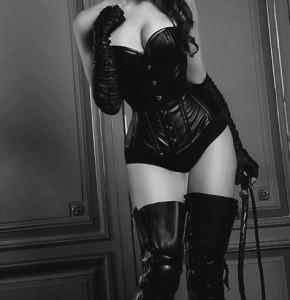 FOTO padrona mistress in nero l'eleganza assoluta