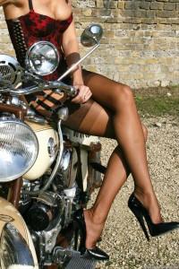 FOTO calze donne e motori passioni assolute