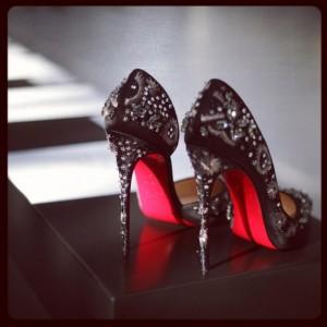 FOTO  le scarpe che una vera padrona mistress dovrebbe avere