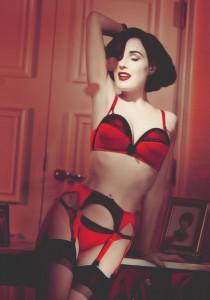 FOTO adorazione intimo femminile rosso