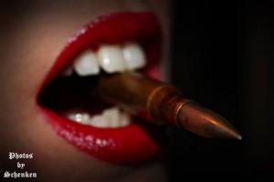 FOTO donna duma il sigaro