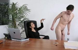 FOTO schiavizzato in ufficio