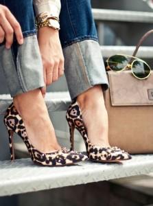 FOTO scarpe donne in pubblico leopardate