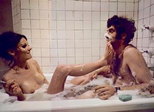 FOTO foot worship nella vasca da bagno lei mi mette i piedi in faccia e impazzisco